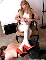 Mature Tranny In Stockings Gets Feet Licked
