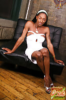 Muscled Ebony Tranny With Big Tits Undressing