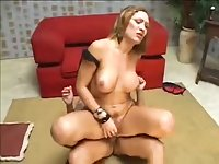 Busty chick gets sucked on the red sofa