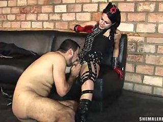 Dirty Fernanda Beatriz forces a chap to sex