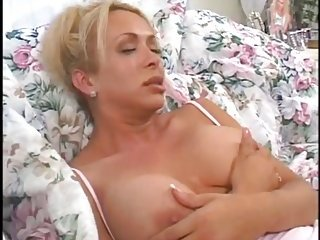 Titty Tranny Gapes For A Male Butt