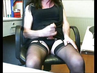 Mature CD wanking on cam